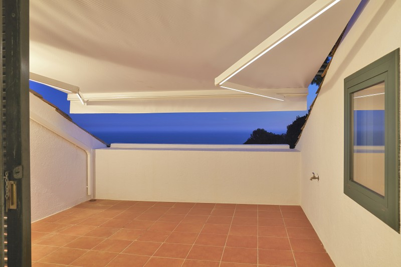 Views from the solarium of the main suite 1, awning with led light