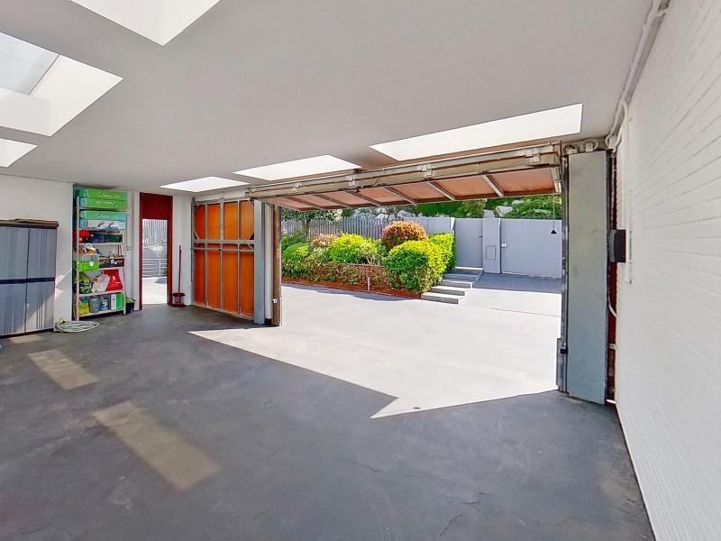 Closed garage door for 2 cars