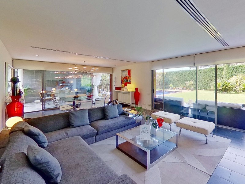 Living room with access to the pool