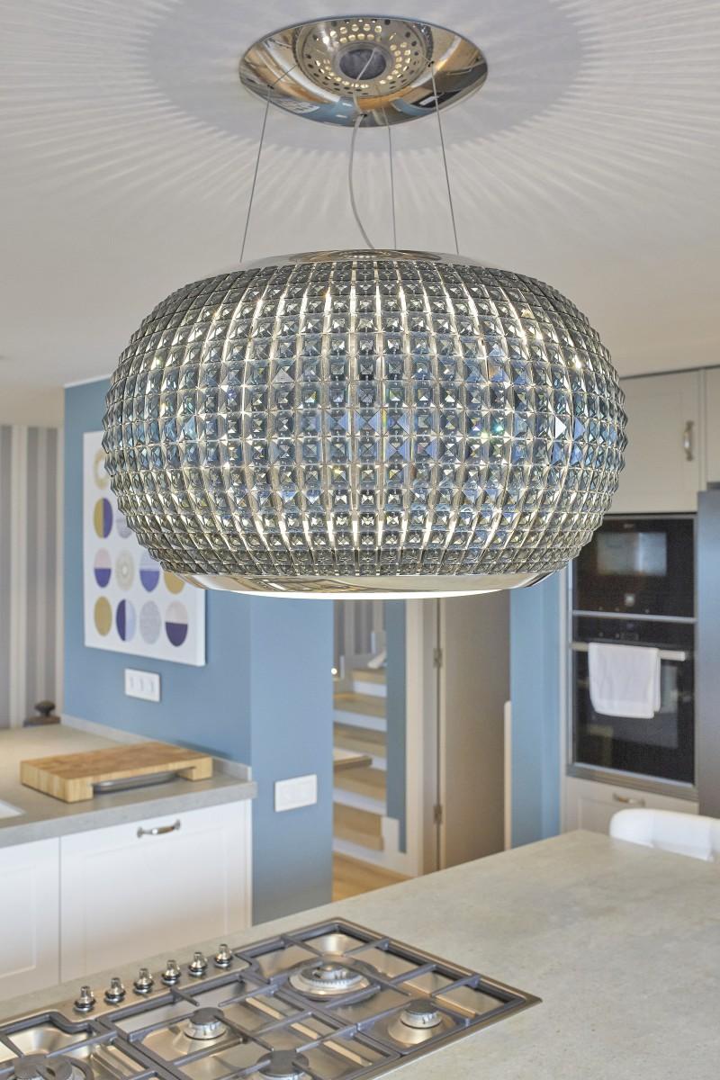 Kitchen details, 5-burner gas cooktop for cooking