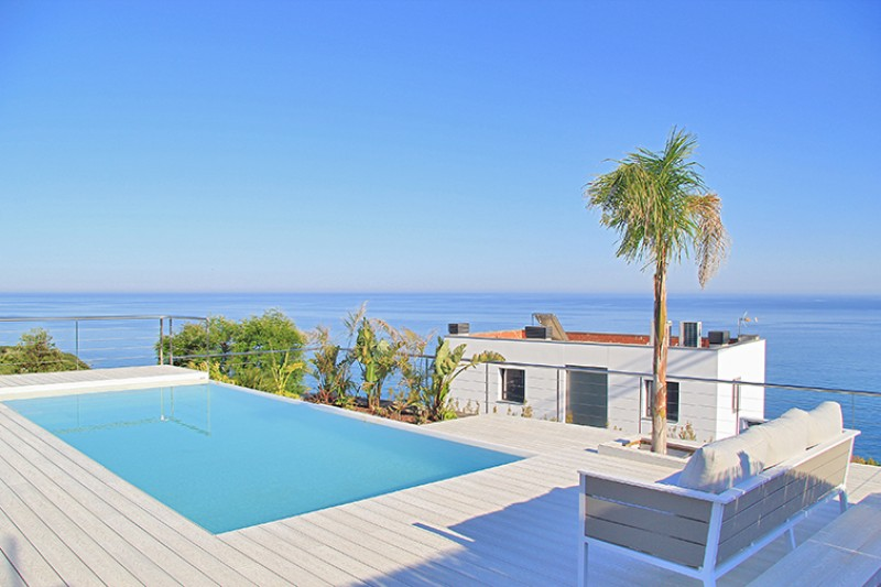 Views of the sea from the swimming pool