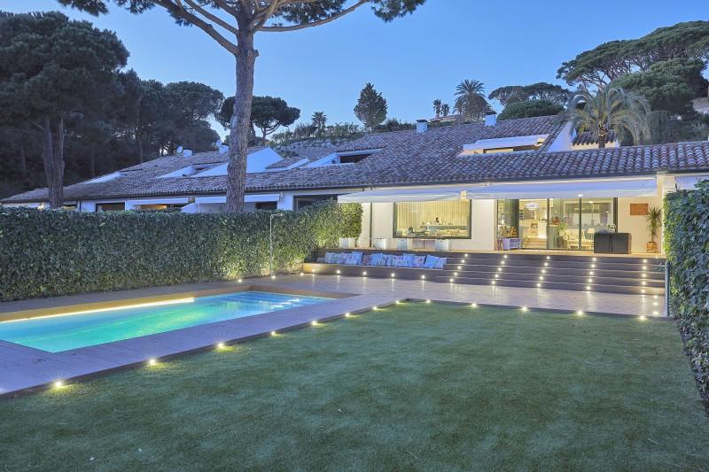 lighted outside porch, garden 500 m2