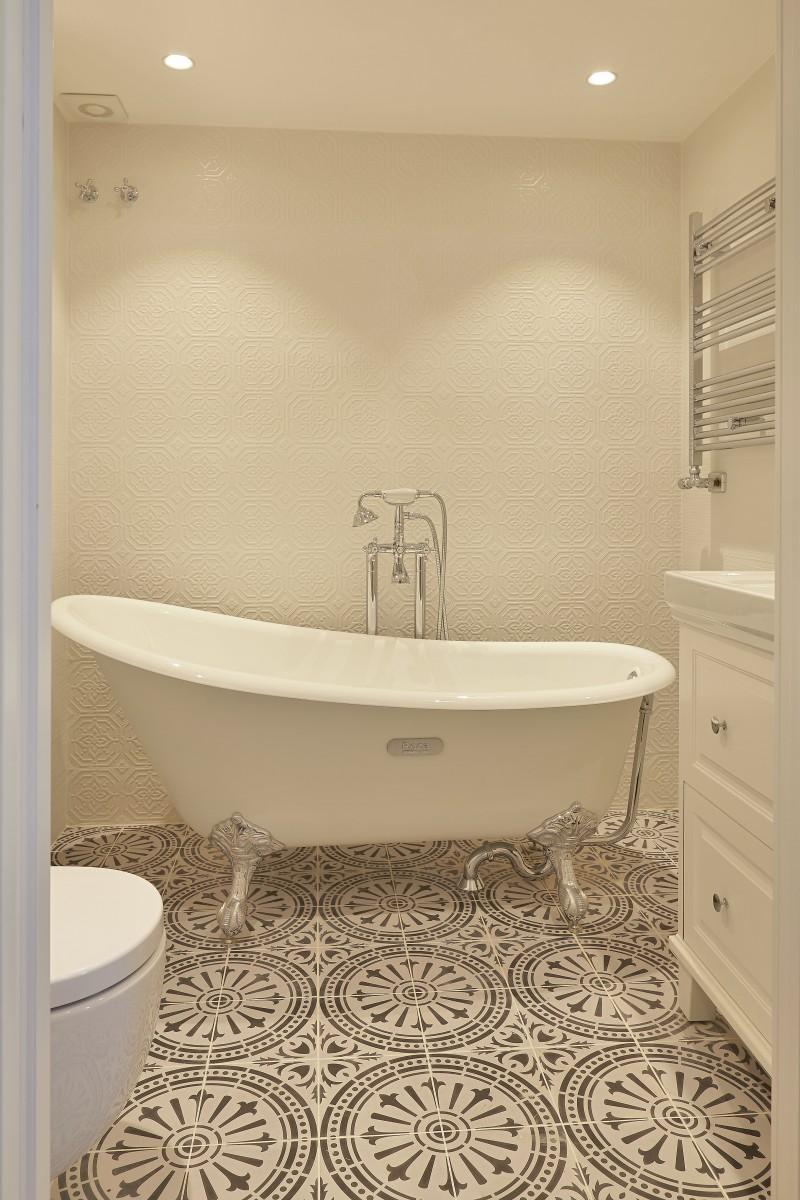 bathroom suite 2 with bathtub