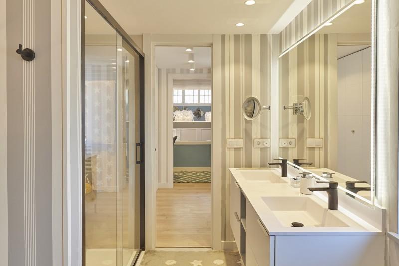 Bathroom suite 1 main