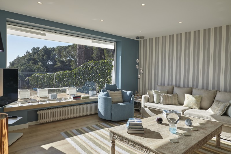 Lounge with garden view