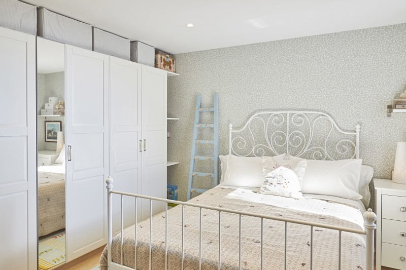 Suite 2 with dressing room, 2 single beds + 1 bunk bed ( 2 single beds ) bathroom with bathtub